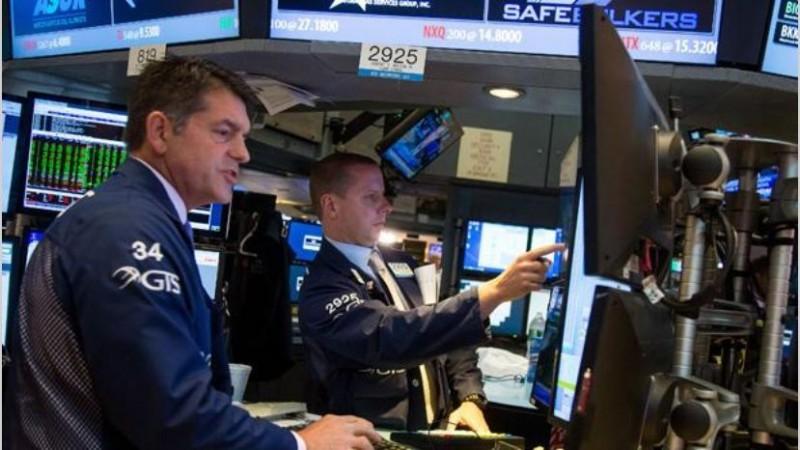 Wall Street opera con ganancias atento a Powell y el Senado