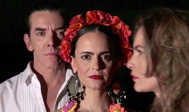 Maximiliano Guerra en la obra Frida