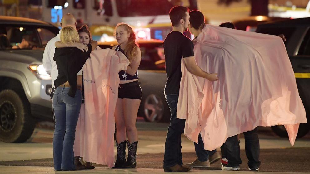 Trece muertos en tiroteo en un bar de California