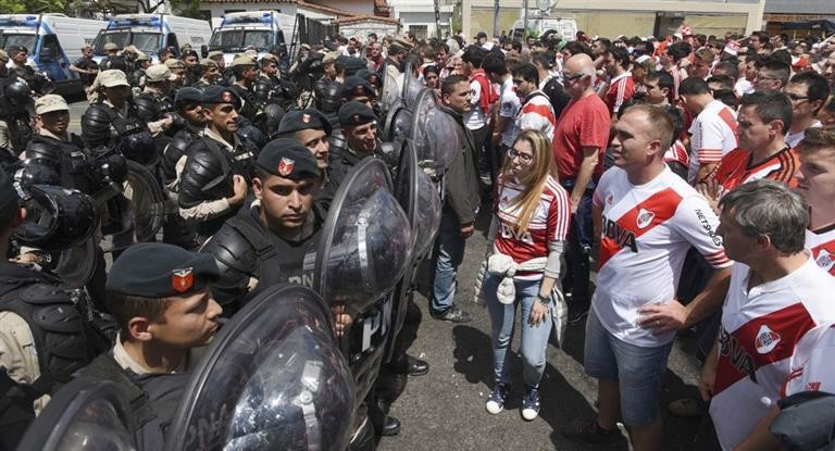 La barbarie se apodero de la final de la Copa Libertadores