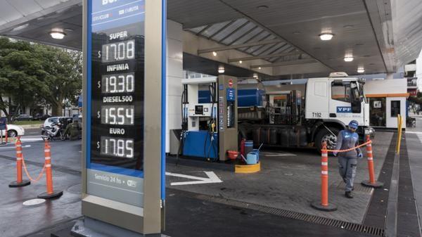 Aplican el incremento al impuesto a los combustibles líquidos postergado