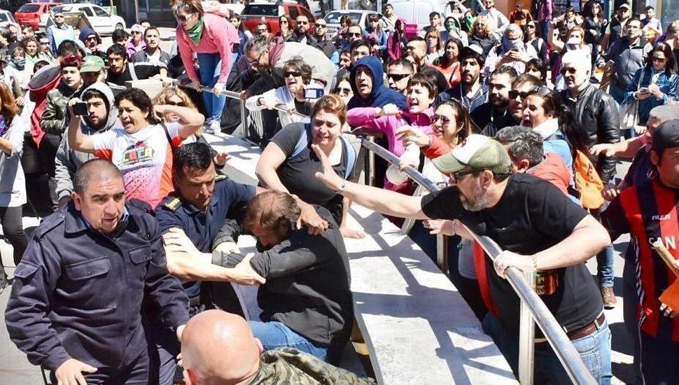 Paro Docente en todo el paìs por incidentes en Chubut