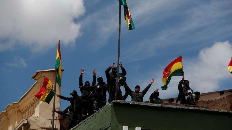 Bolivia: se extienden los motines policiales contra Evo Morales