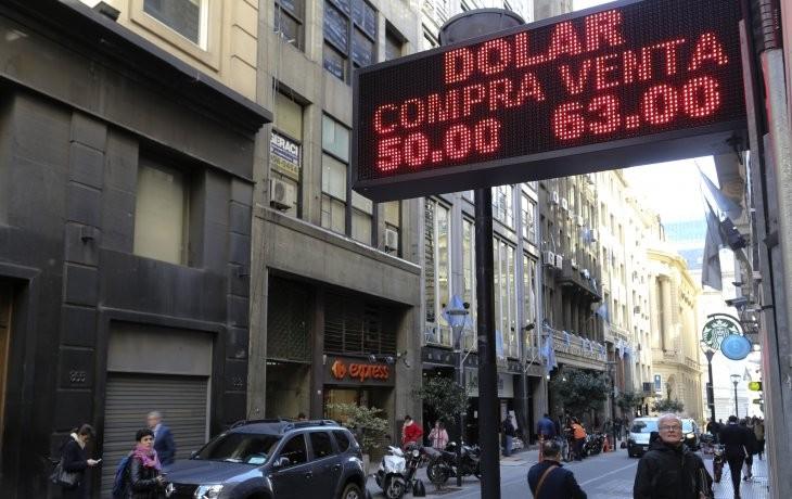 El dòlar cerro $ 63 en su valor màs bajo de noviembre