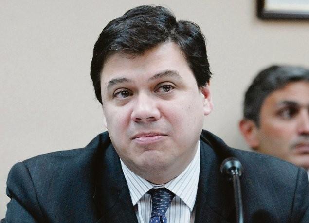 Fernandez arranca con suba generalizada de sueldos bajos, jubilaciones y planes