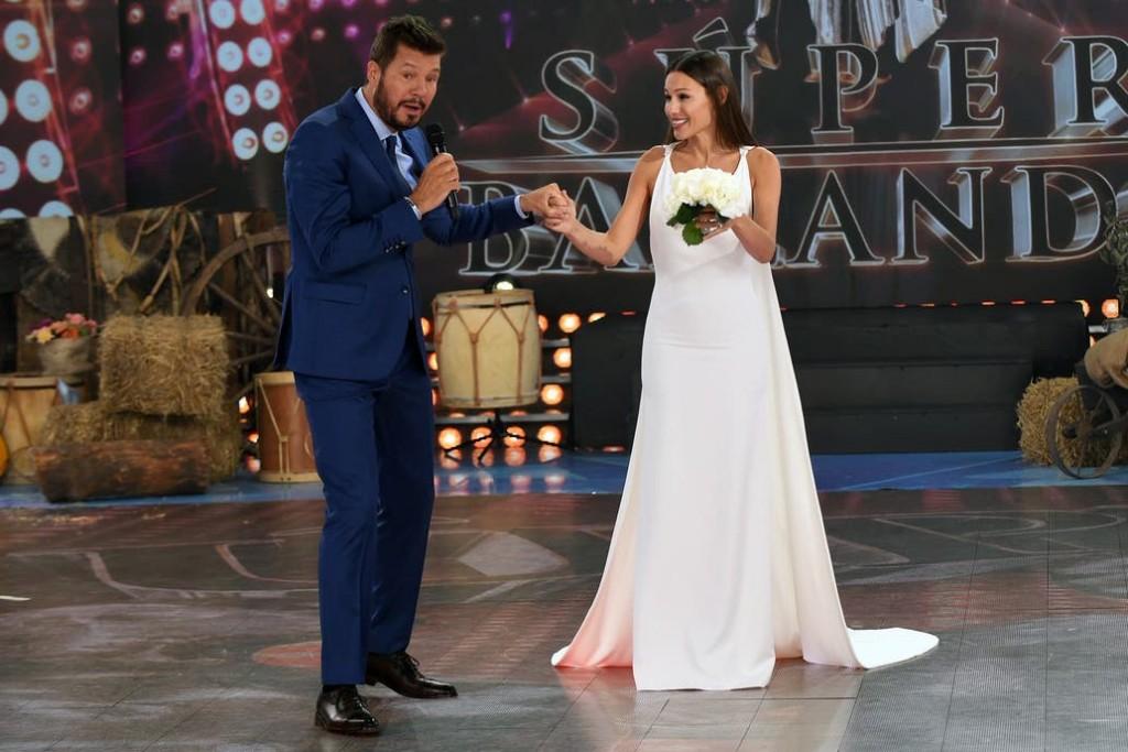Pampita llego a ShowMatch 2019 vestida de novia
