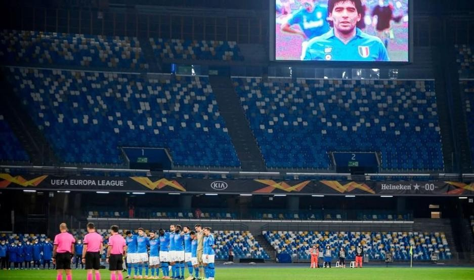 El plantel del Napoli le rindió homenaje a su gran capitán