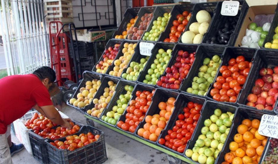 Con aumentos interanuales de hasta 187% venden la verdura y frutas