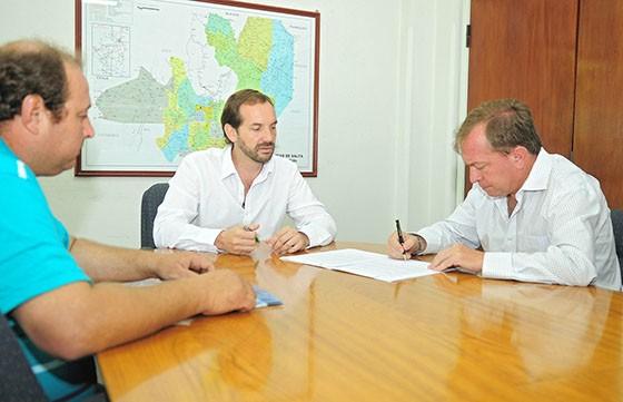 El Gobierno Provincial impulsa mejoras en la actividad agropecuaria de Vaqueros
