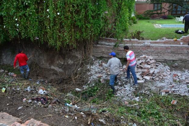 Limpieza  en el canal interno de Tres Cerritos