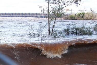 La crecida del Paraná, Uruguay y Paraguay en 6 provincias hay Cientos de evacuados