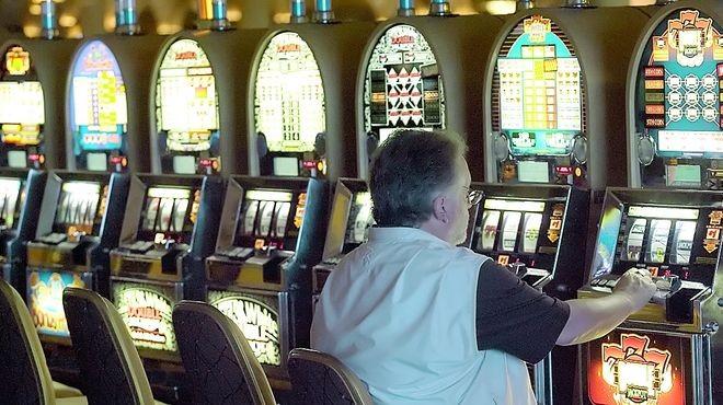 Trabajadores del juego lanzan paro contra un posible impuesto para financiar Ganancias