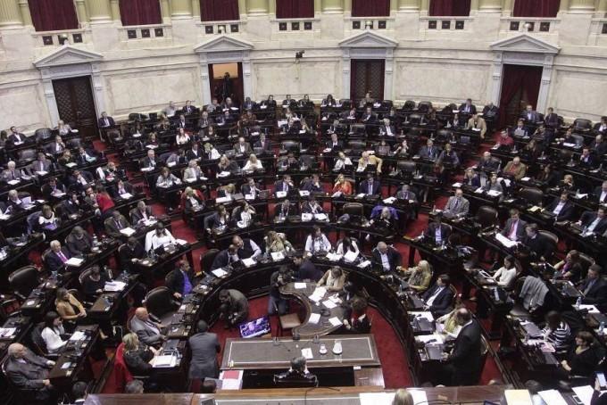 El Senado vota Emergencia Social y ART