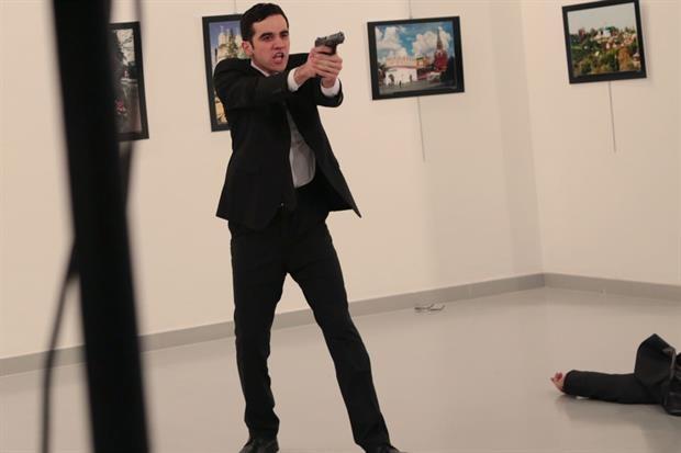Arrestan a la familia del asesino del embajador ruso