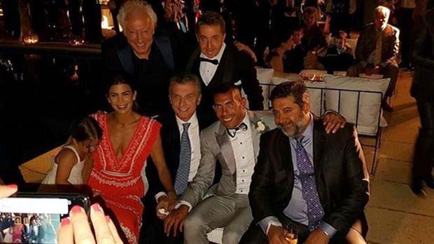 Carlos Tevez y su gran noche de boda: festejó junto a Mauricio Macri y Daniel Angelici