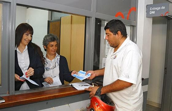 Para viajar los menores deben contar con DNI, pasaporte y partida de nacimiento actualizados