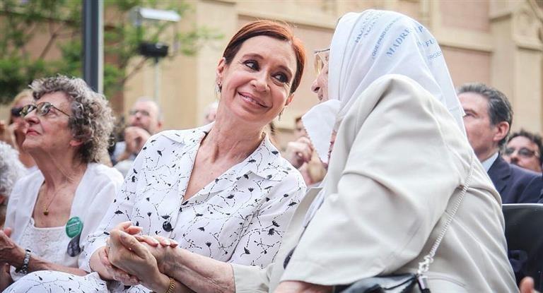 Cristina Kirchner participó de una misa con Madres de Plaza de Mayo