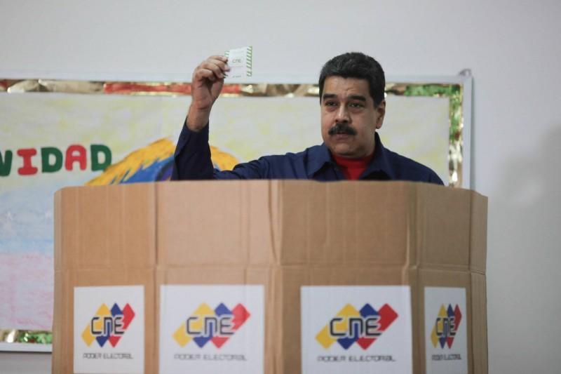 Maduro amenaza con prohibir a la oposición concurrir a las presidenciales