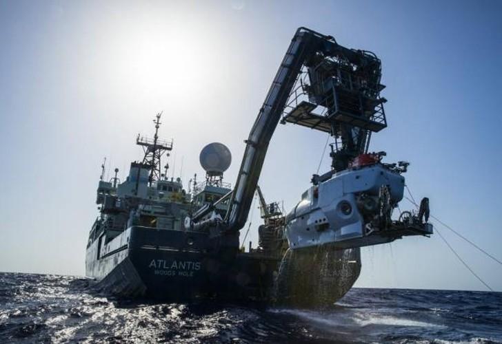 ARA San Juan: analizan un objeto a 700 metros