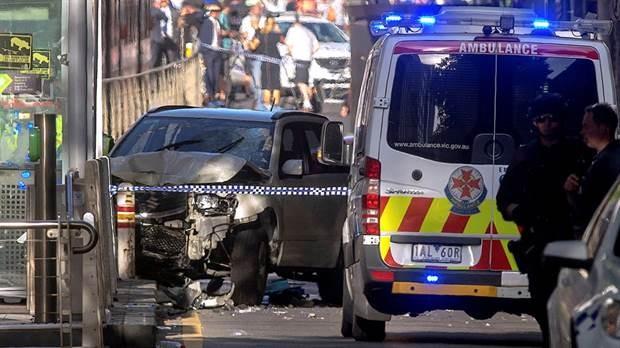 Australia: Automòvil embistió a una multitud e hirió a al menos 14 personas