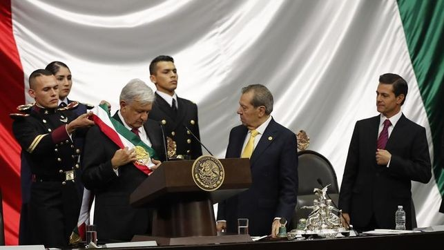 Andrés Manuel López Obrador asume la Presidencia
