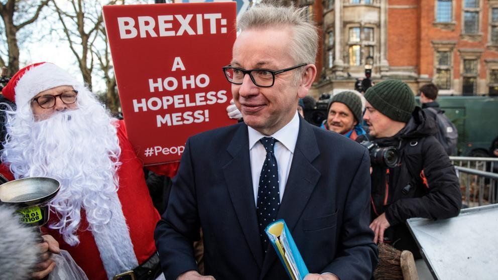 La Unión Europea fija márgenes muy estrechos para ayudar a May