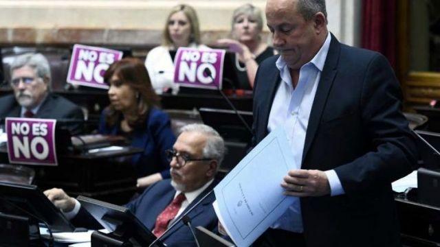 El senador Marino negó haber abusado de una empleada