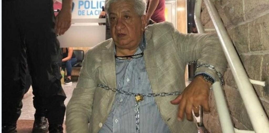 Piumato pasó la noche encadenado en una comisaría