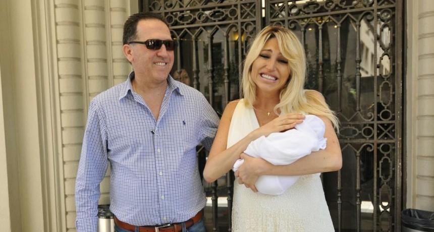 Vicky Xipolitakis presento a su hijo Salvador Uriel