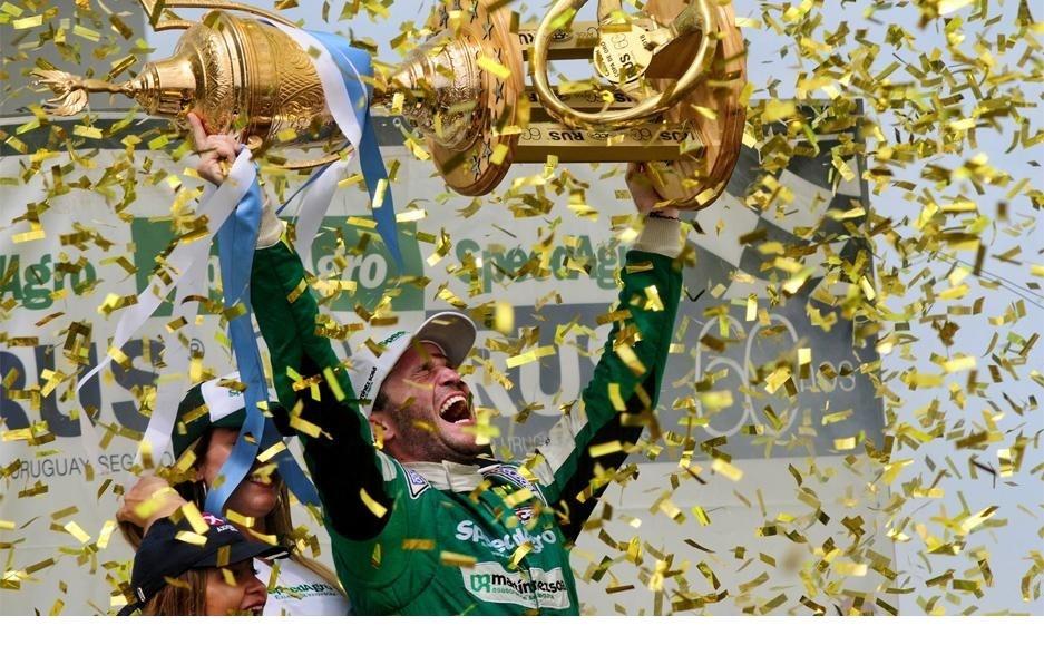 Agustín Canapino se quedó por tercer año consecutivo con el campeonato del TC