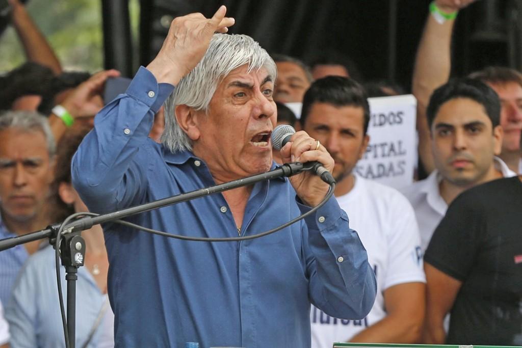 Alberto Fernández almuerza con Moyano para aliviar tensiones