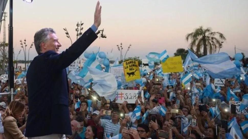 Macri es despedido con una marcha en Plaza de Mayo