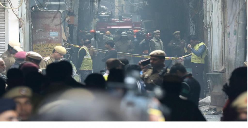Un incendio en una fábrica de Nueva Delhi, dejó al menos 43 muertos