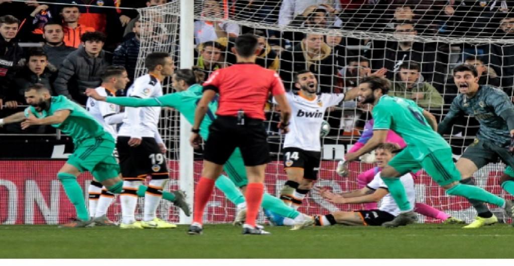 El Real Madrid logra un esforzado empate  ante el Valencia