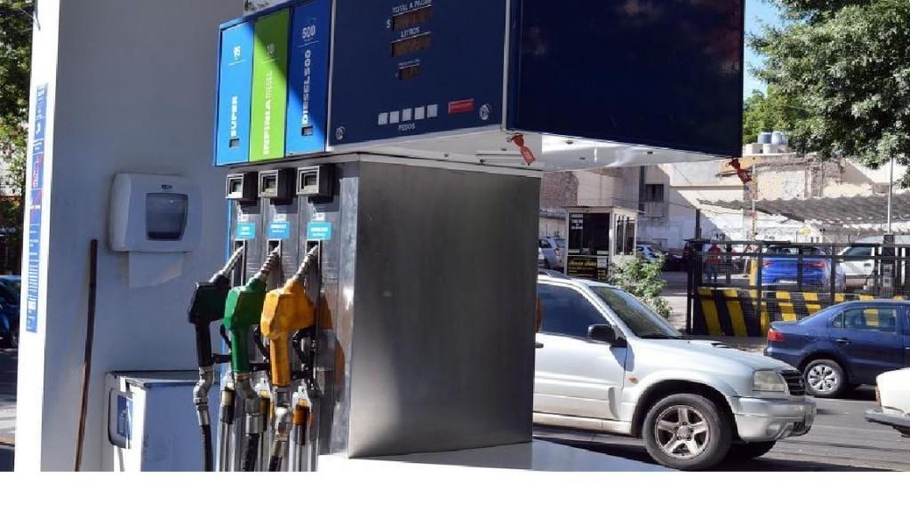 Desde cero hora del lunes suben los combustibles