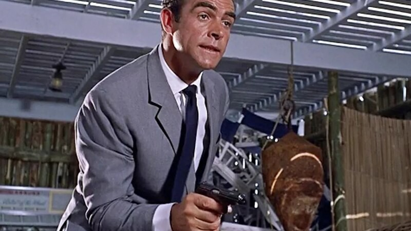 Pagan un cuarto de millón por legendaria arma de James Bond