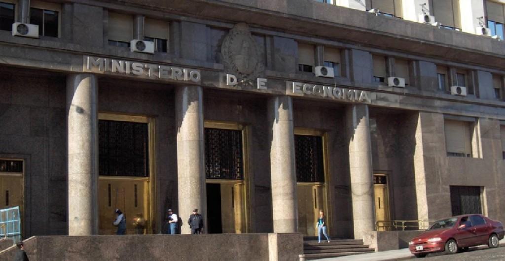 Ministerio de Economía coloca  1.555 millones de dólares en duatro letras