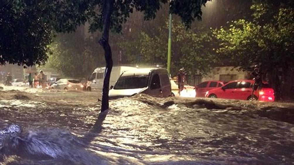 Murieron electrocutados dos personas por el temporal el Tucumàn