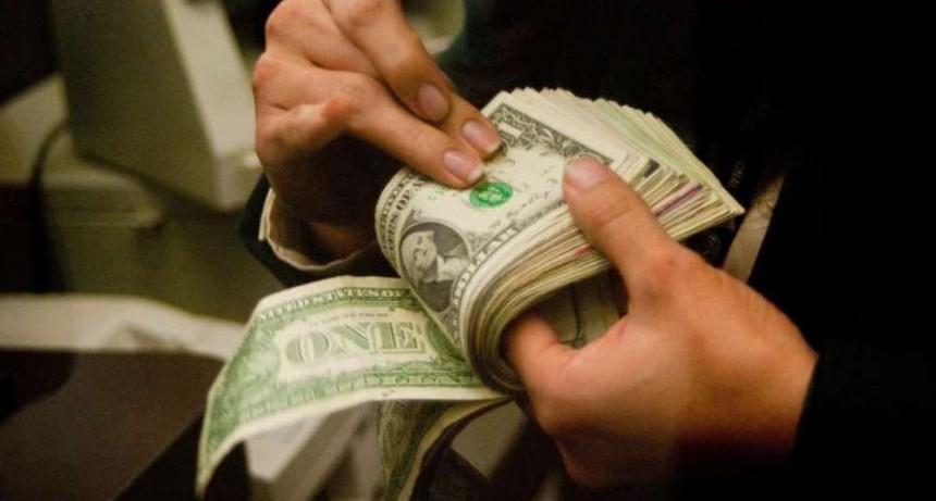El dólar blue cerró estable en $153 para la venta